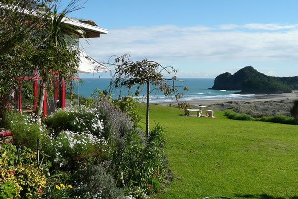 Turehu Cottage | Bethells Beach Accommodation